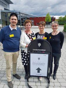 Medlemmar i föreningen framför Linnéuniversitetet